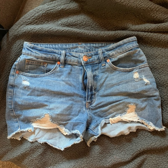 Distressed doily trim shorts